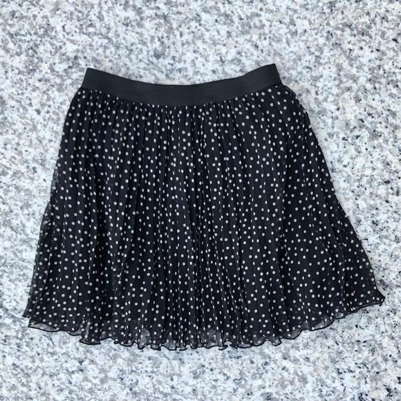 H&M Dresses & Skirts - Polka Dog Pleated Mini Skirt